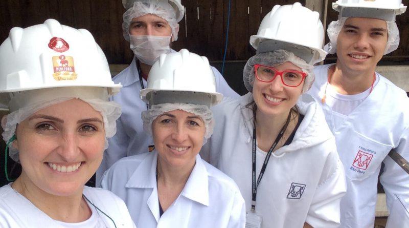 Frigorífico participante do Programa Carne Pampa recebe alunos do IFC