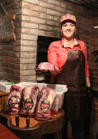Chef Júlia Carvalho comandou a Noite da Churrasqueira na ABHB